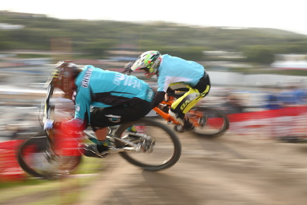 Graves vs Lopes in Finals - gordo's 2011 Sea Otter Dual Slalom Finals - Mountain Biking Pictures - Vital MTB