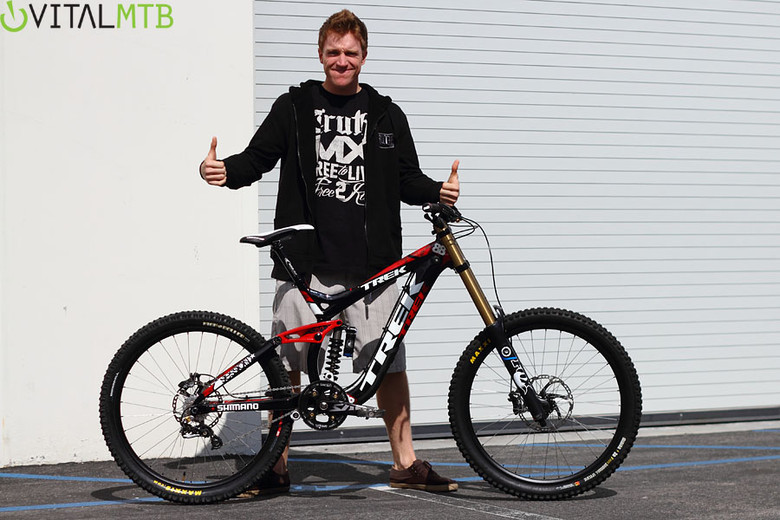 Click the pic to view the exclusive Vital MTB photo gallery of Gwin receiving his new bike at the Trek Suspension Center in SoCal.