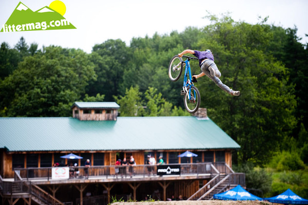 Brandon Semenuk superman seatgrab on the way to first place
